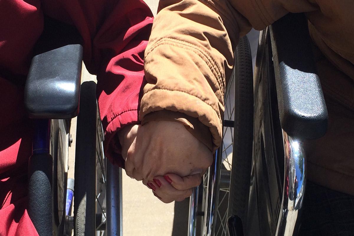 Dienste und Einrichtungen für Menschen mit Behinde-rung bleiben auf ihren Ausgaben sitzen